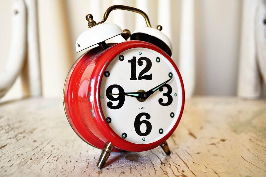 zegar czerwony minutnik